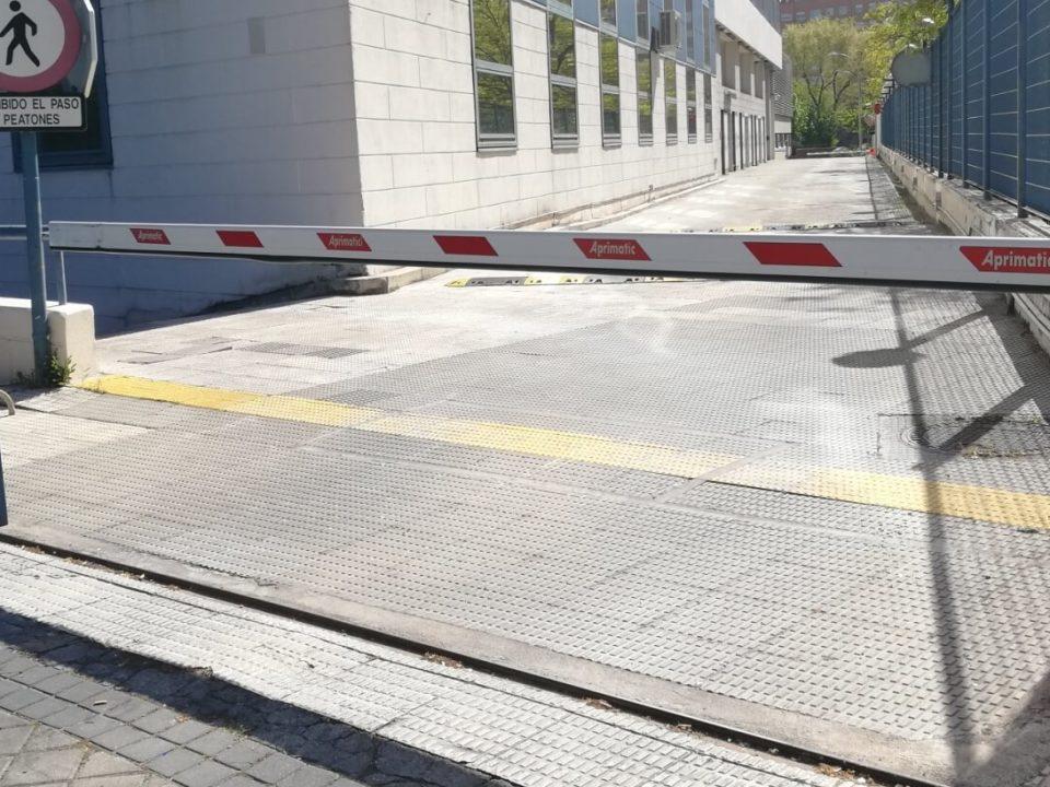 instalacion barrera de vehiculos aprimatic