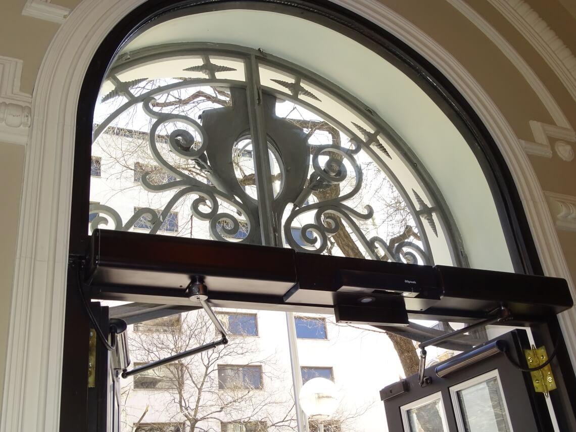 puertas batientes automaticas de cristal