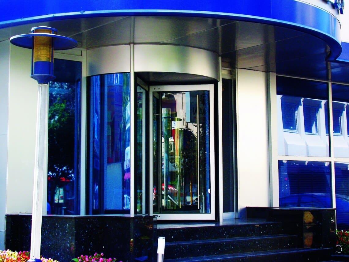 instalacion puertas giratorias automaticas cristal madrid