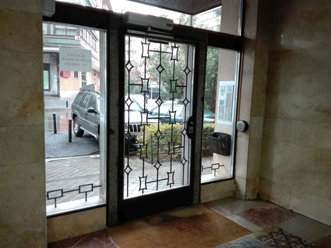 puertas automaticas de portal de vecinos madrid