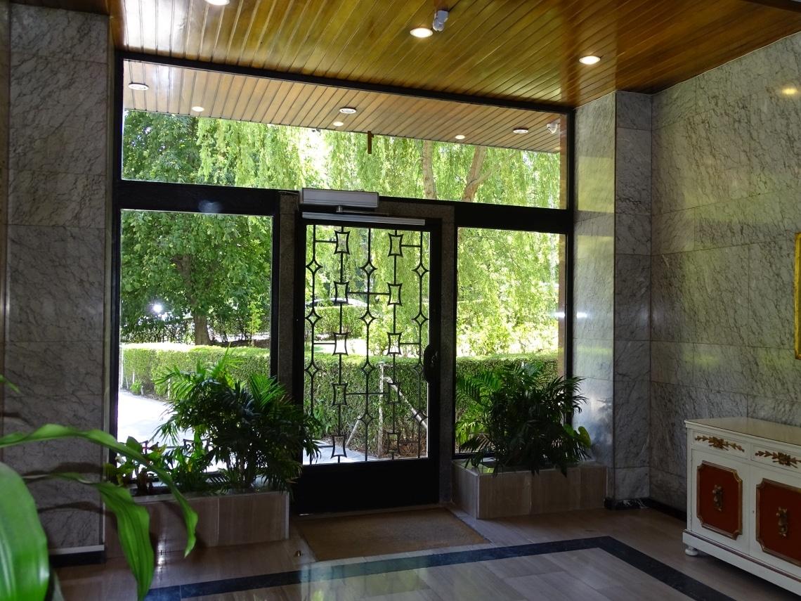 puertas batientes automaticas de cristal barcelona