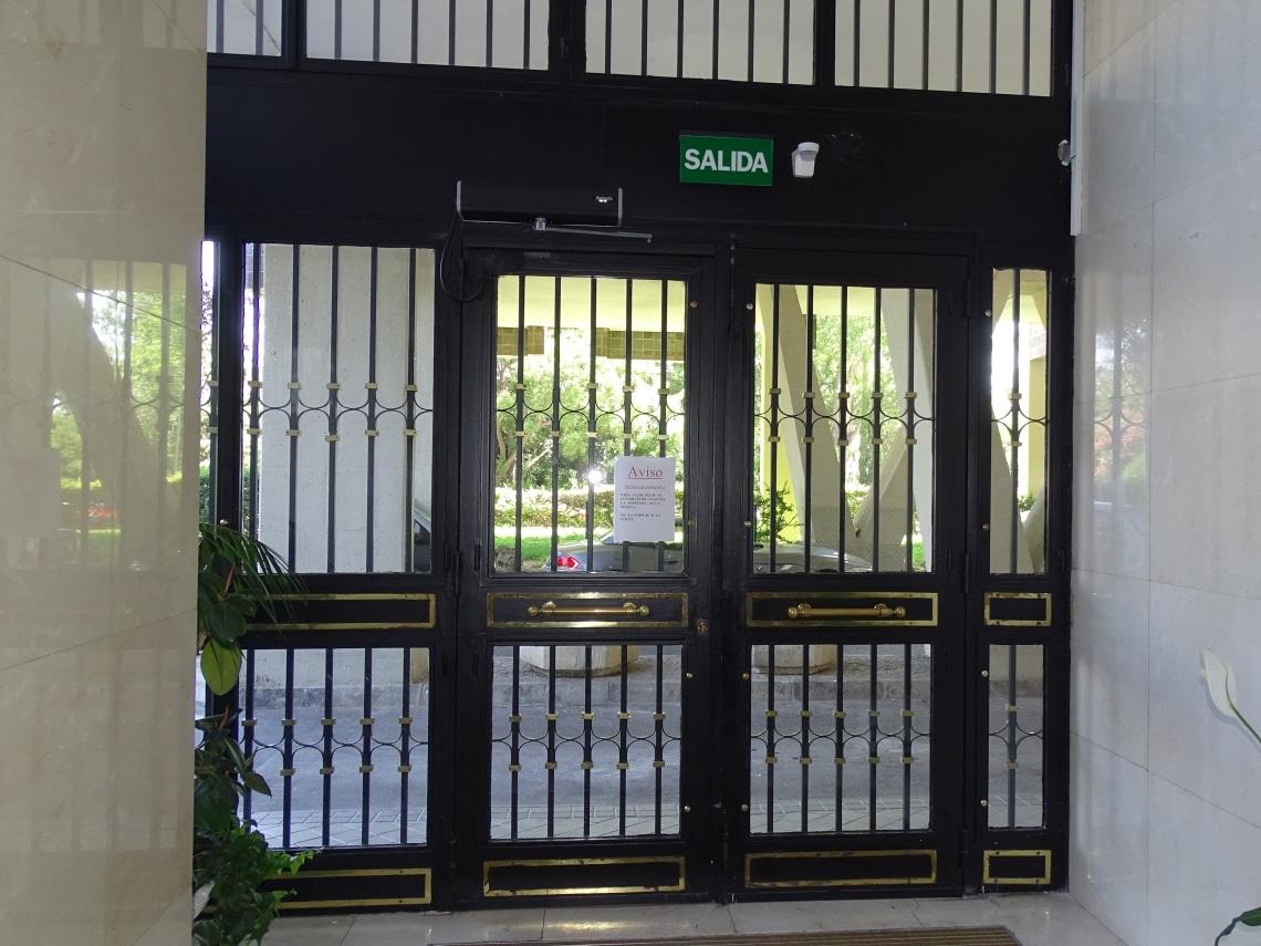 puertas batientes automaticas de portal madrid