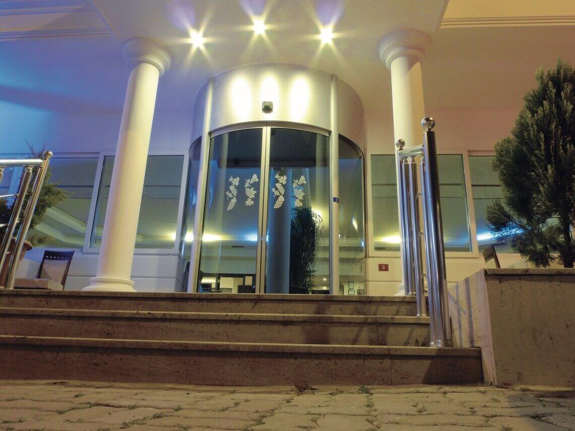 precio puertas hotel circulares correderas cristal madrid