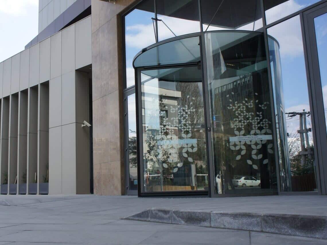puertas giratorias para hoteles en madrid